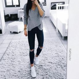 Ripped jeans + Sweater; Instagram: Kathischr